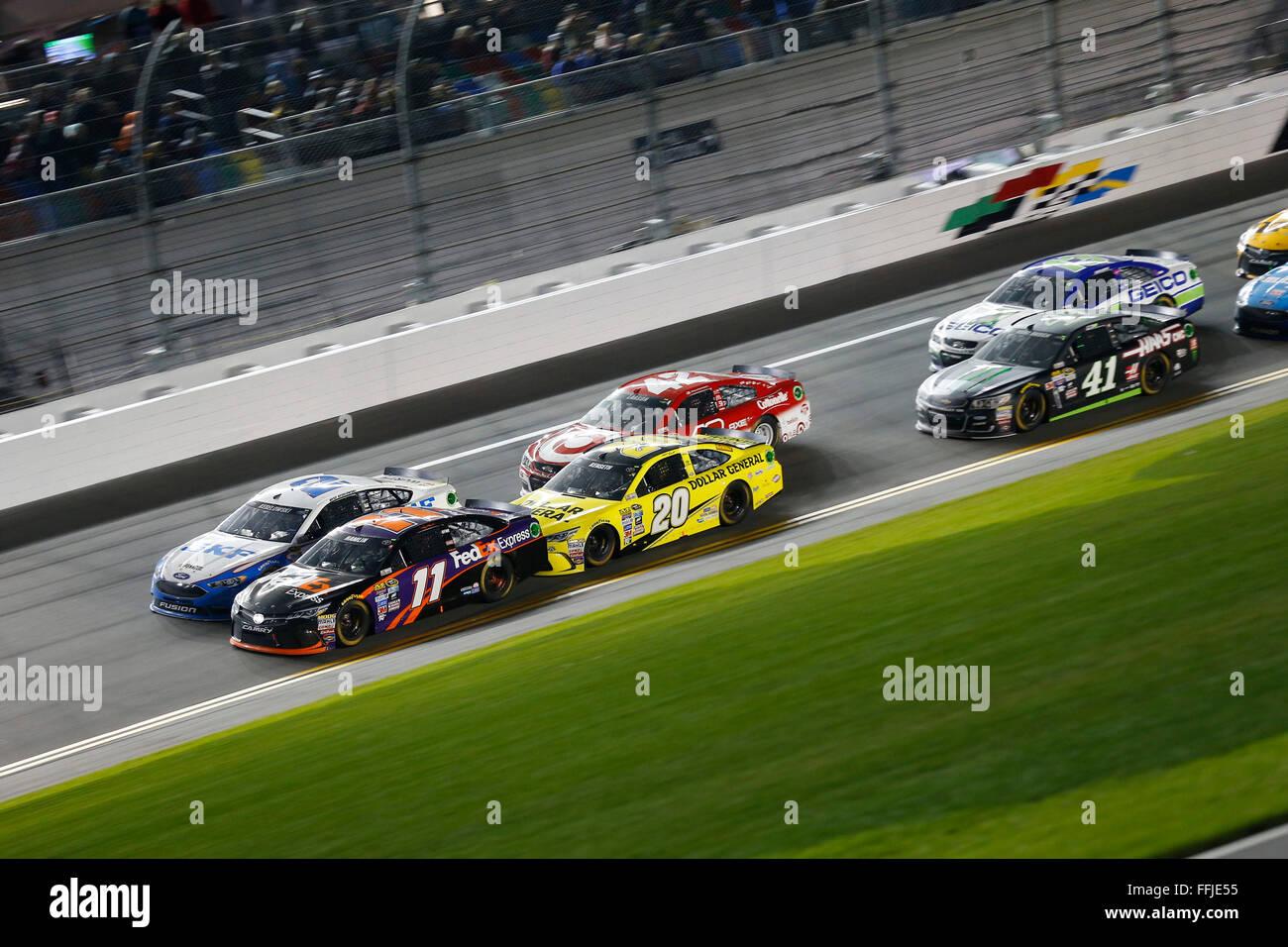 Daytona Beach, FL, USA. 13th Feb, 2016. Daytona Beach, FL - Feb 13, 2016: Denny Hamlin (11) leads the pack back - Stock Image