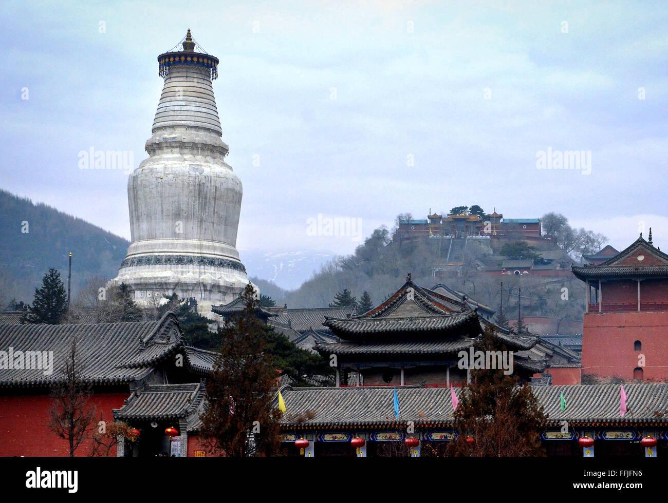 Beijing, China. 3rd Nov, 2011. Photo taken on Nov. 3, 2011 shows the White Pagoda at the Tayuan Monastery on Mount - Stock Image