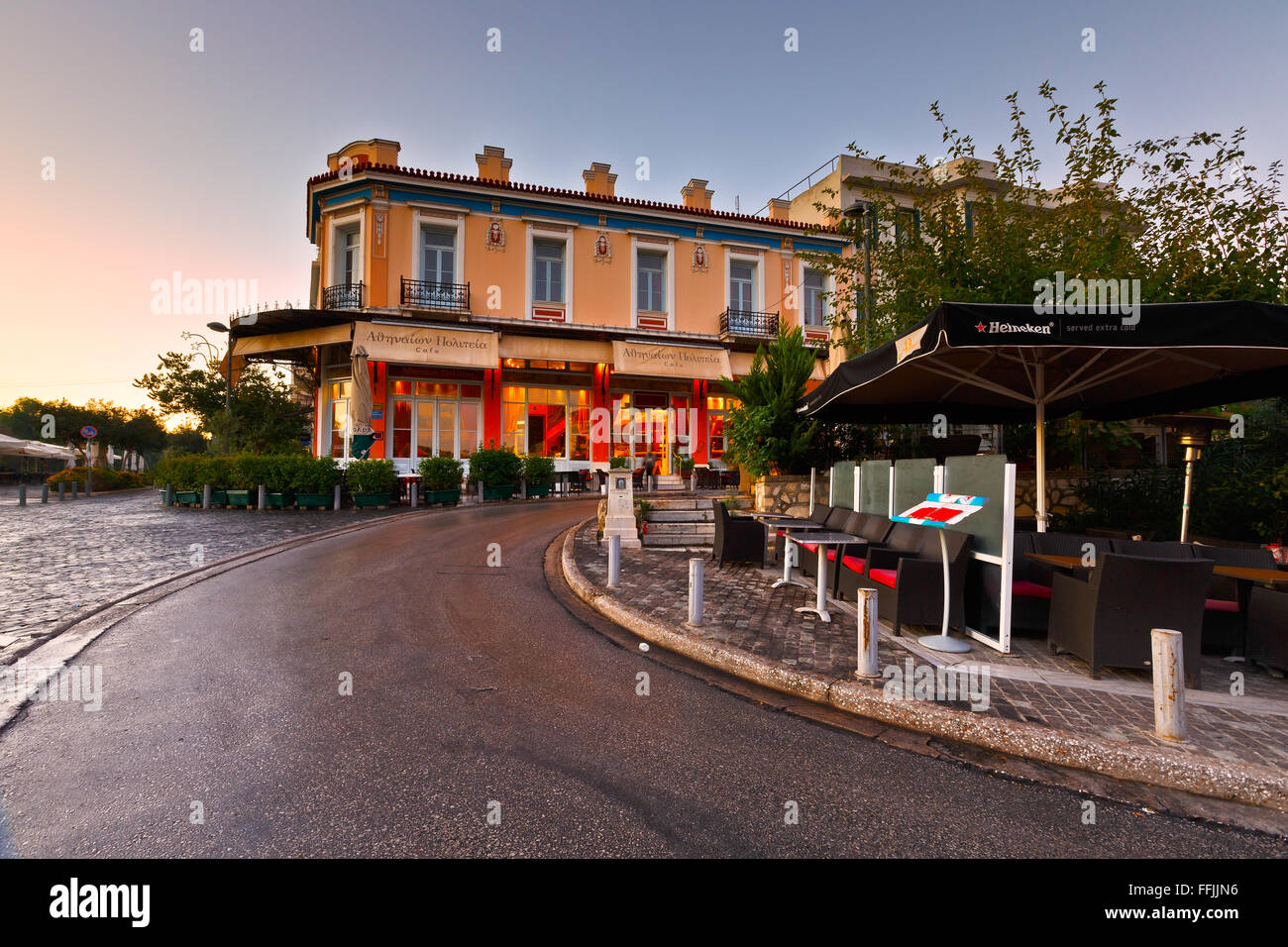 Bars and coffee shops in Thissio near ancient Agora in Athens. - Stock Image