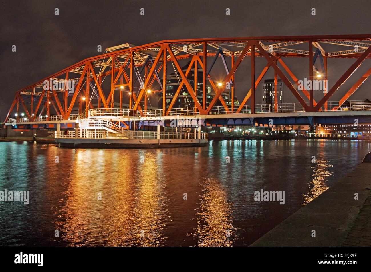 The rotating bridge at night. Salford Quays, Manchester - Stock Image