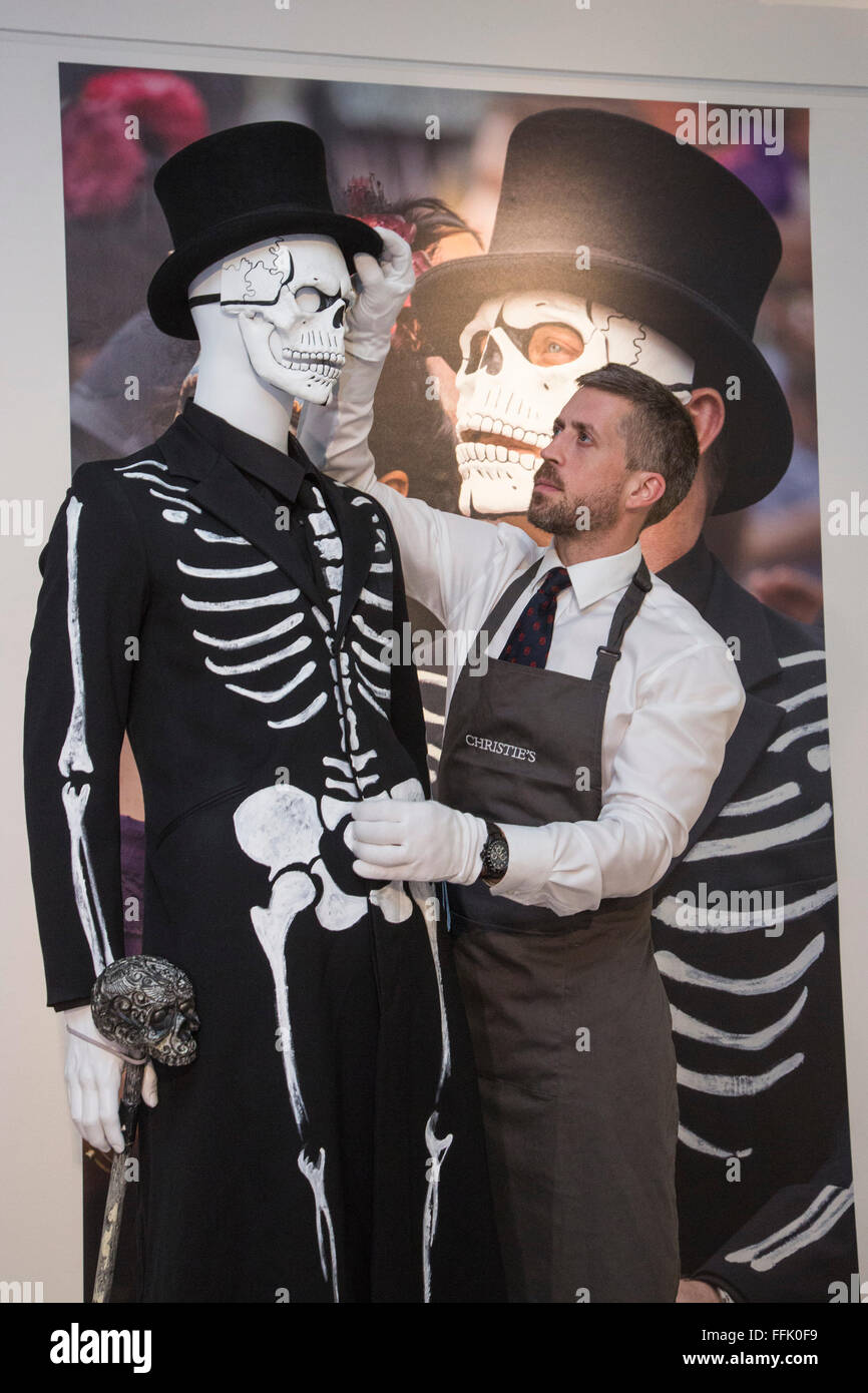 f9bb94e2ba5 Day of the Dead Costume with Skull Mask worn by Daniel Craig