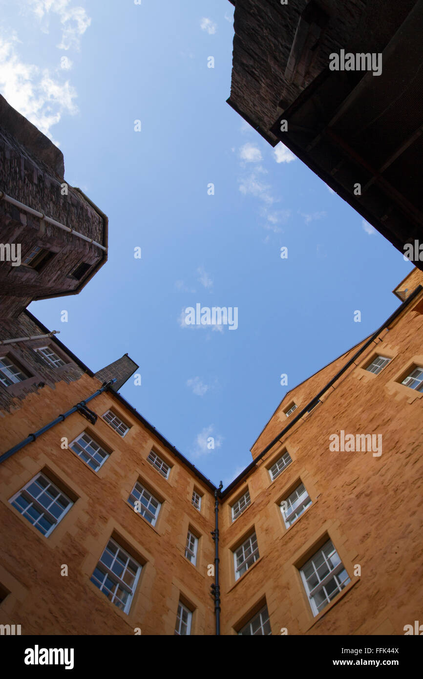 A view into the sky from a close in the old town of Edinburgh - Stock Image