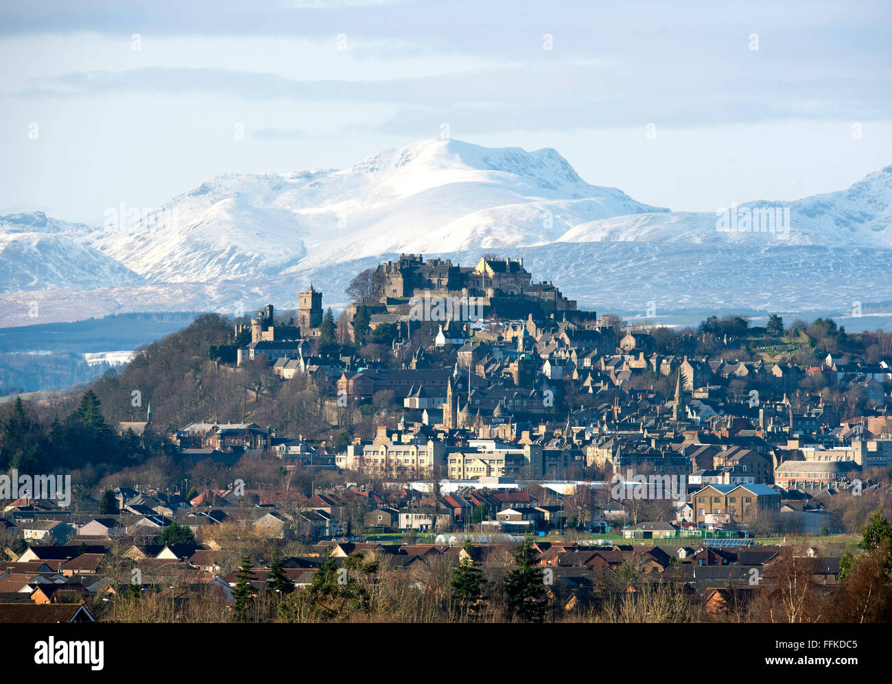 15th February 2016. Stirling Castle and town of Stirling, Scotland with the snow covered mountain (Stuc a Chroin - Stock Image