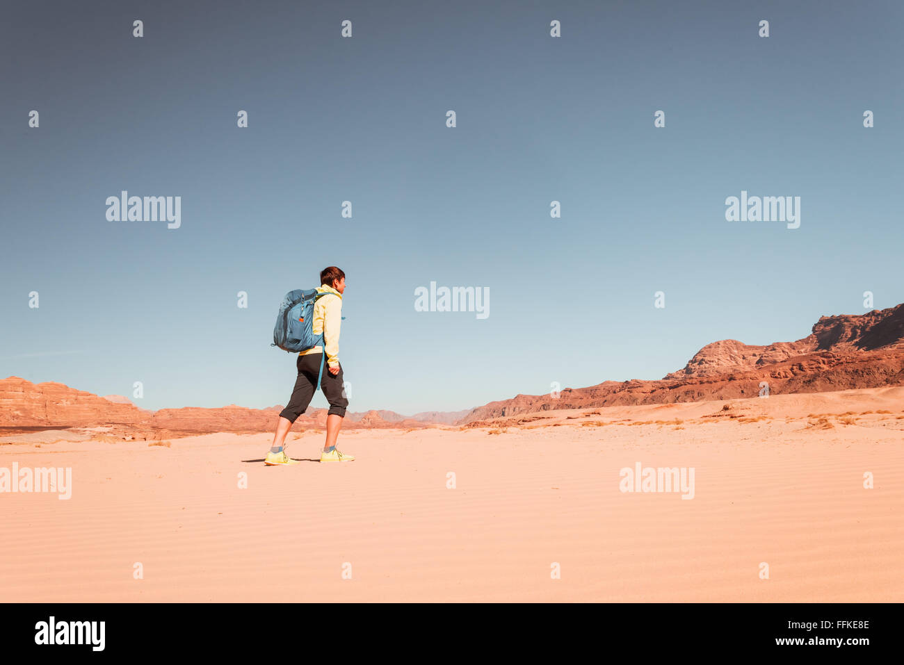 Woman mountain Hiker with backpack enjoy view in Sinai desert - Stock Image