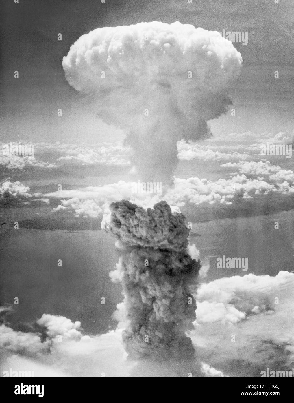Atomic Bomb. The mushroom cloud from the second atomic bomb, 'Fat Man', dropped on Nagasaki, Japan on August - Stock Image