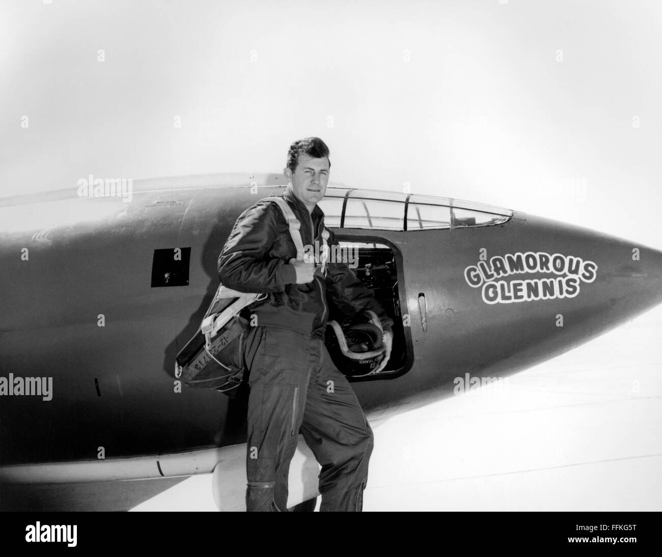 Chuck Yeager. US Air Force test pilot Chuck Yeager standing in front of the Bell X-1 'Glamorous Glennis' - Stock Image