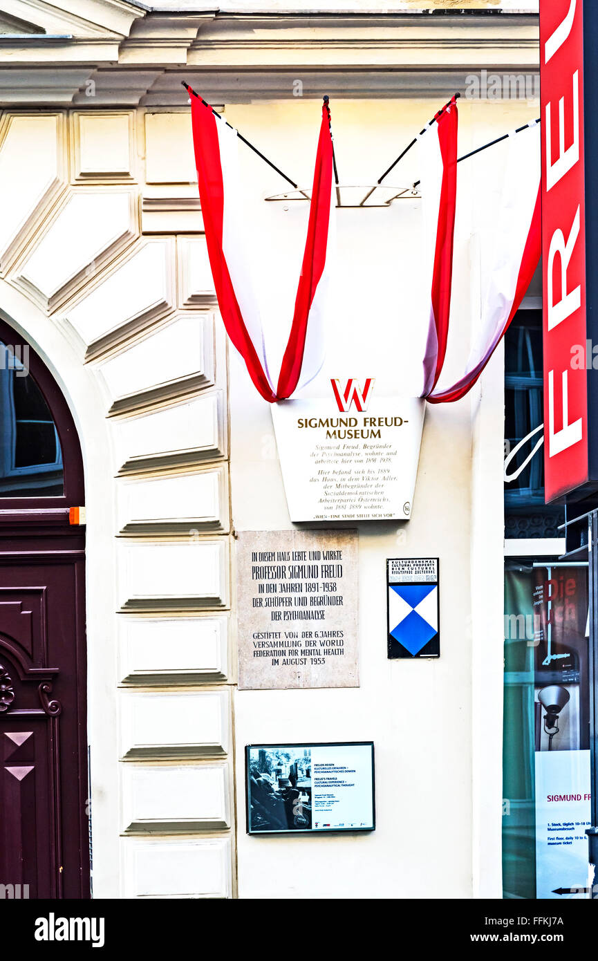 Former home of Sigmund Freud, the father of psychoanalysis, Berggasse 19, Vienna, Austria, now a museum - Stock Image