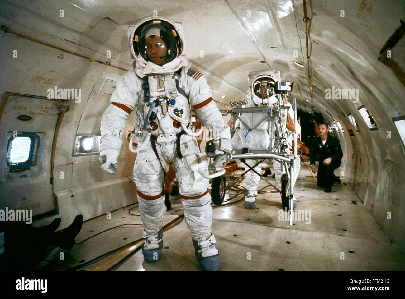 woman astronaut in diaper - 1024×713