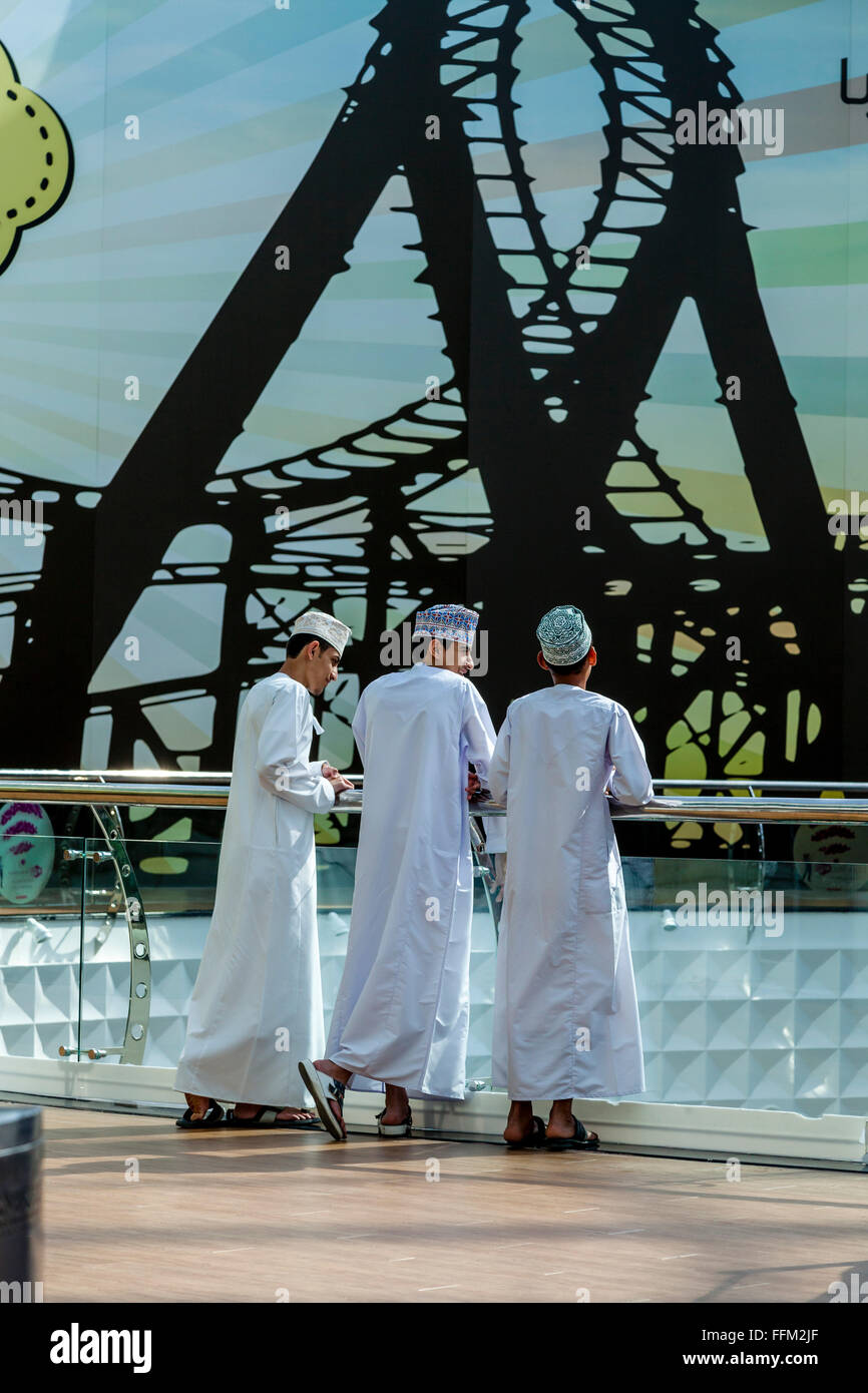 A Group Of Omani Teenage Boys Dressed In The Traditional Dishdasha At The Oman Avenues Shopping Mall, Muscat, Sultanate - Stock Image