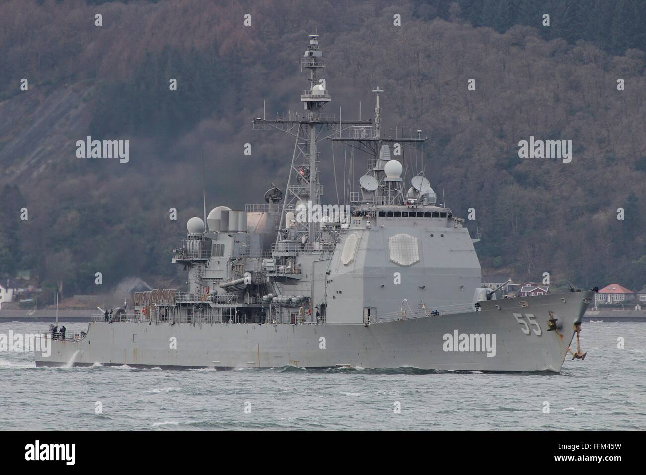 USS Leyte Gulf (CG-55), a Ticonderoga-class cruiser of the US Navy, passes Gourock on arrival for Exercise Joint Stock Photo