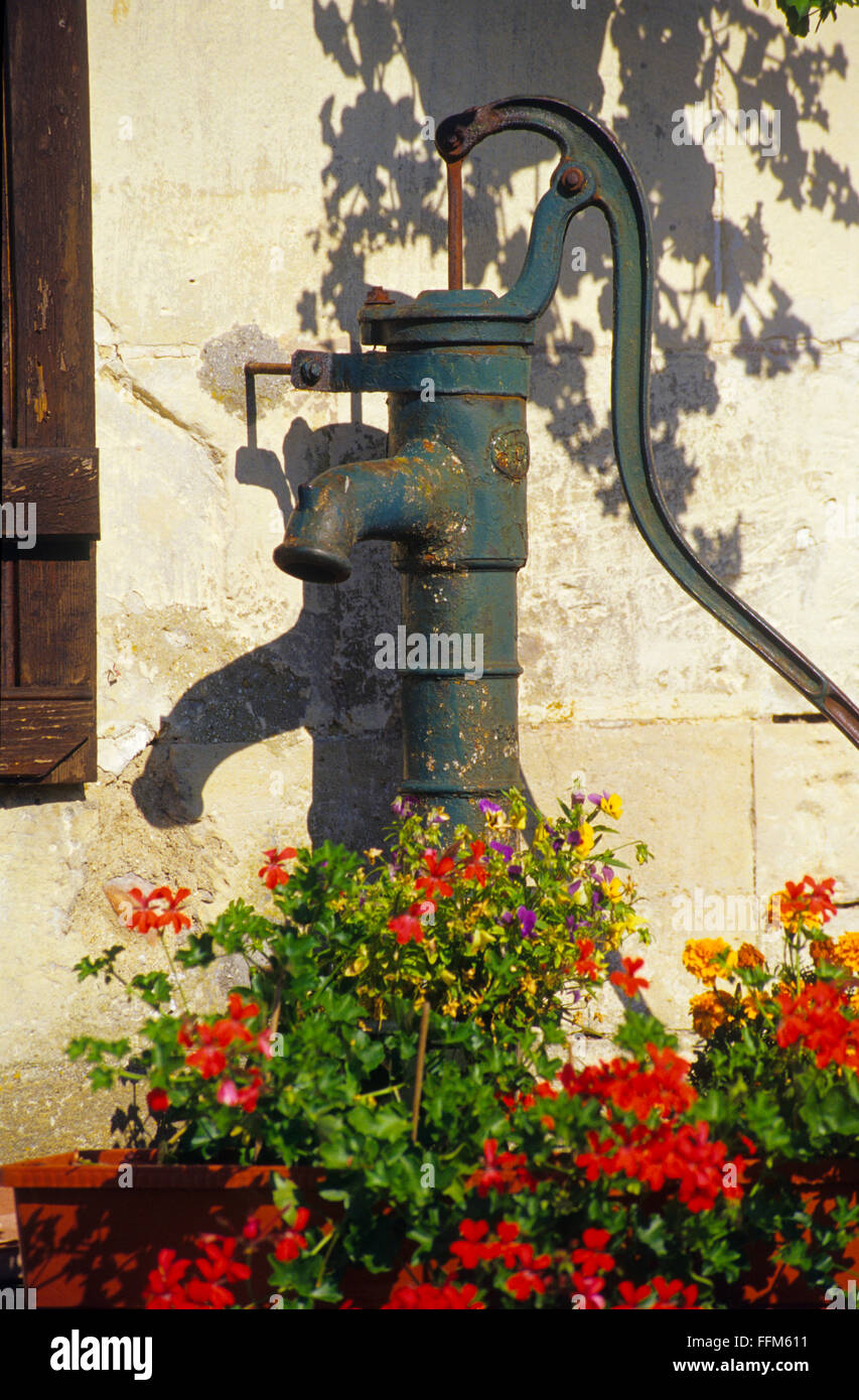 France, Meuse (55), village of Beaulieu en Argonne, old manuel water pump  // Meuse (55),  village de Beaulieu en - Stock Image