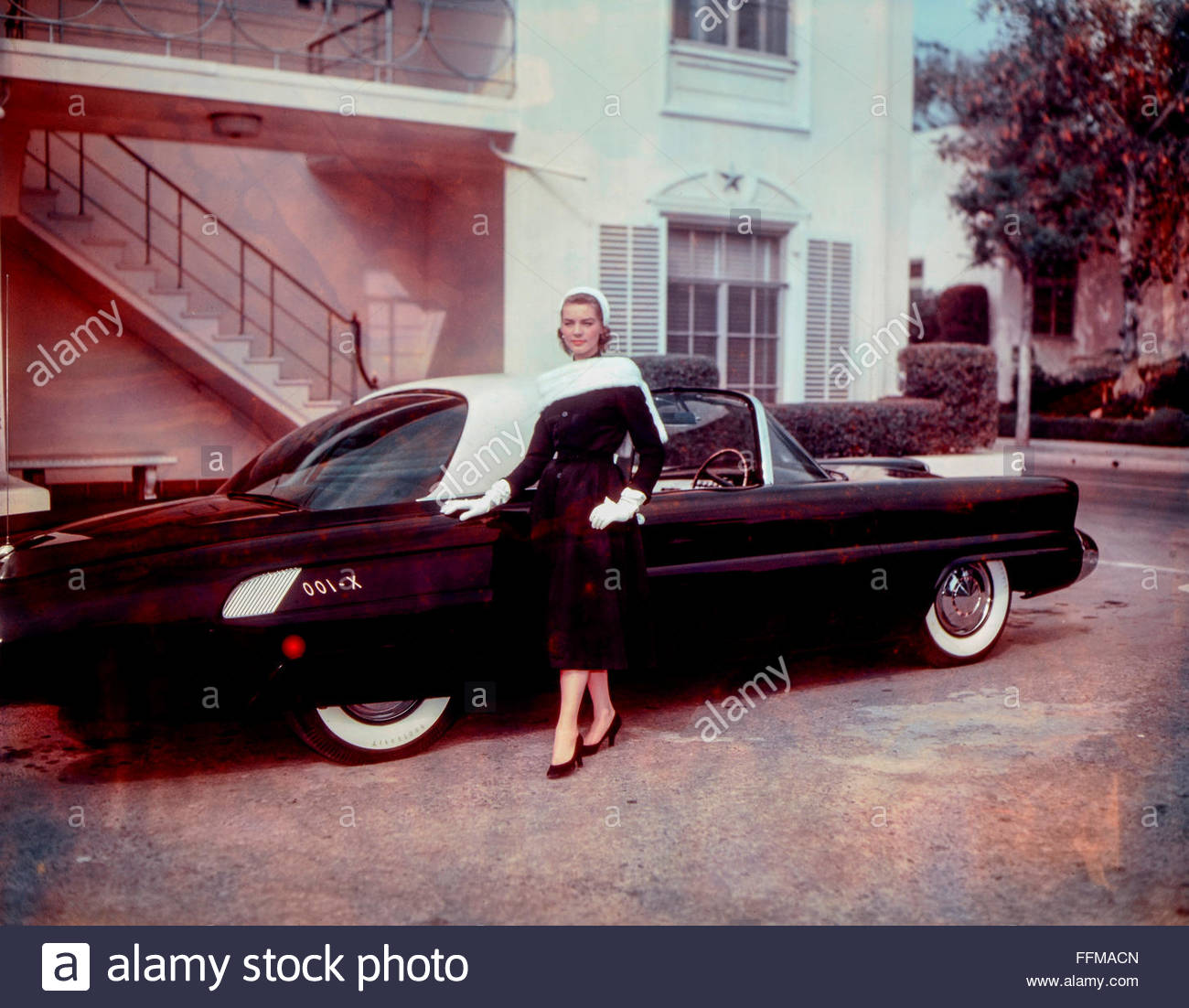 Bacall, Lauren, 16.9.1924 - 12.8.2014, American actress, full-length, with Ford X-100, photocall for the movie 'Woman's - Stock Image
