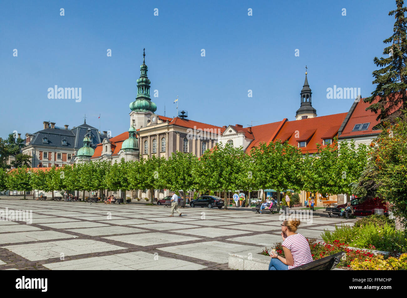 Poland, Silesian Voivodship, Pszczyna (Pless), view of Rynek, the Market Place with Town Hall and Protestant Church - Stock Image