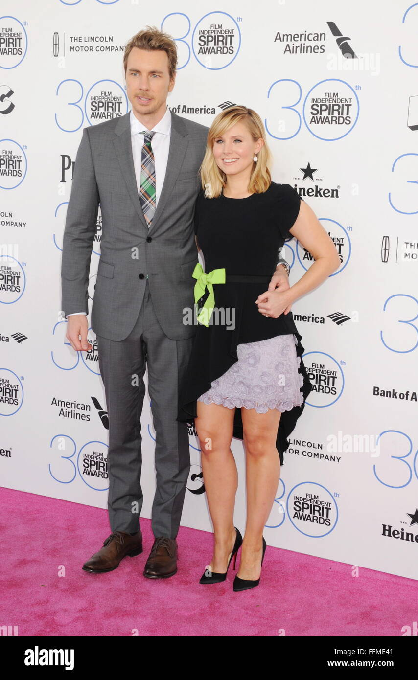 Actors Dax Shepard (L) and Kristen Bell arrive at the 2015 Film Independent Spirit Awards on February 21, 2015 in - Stock Image