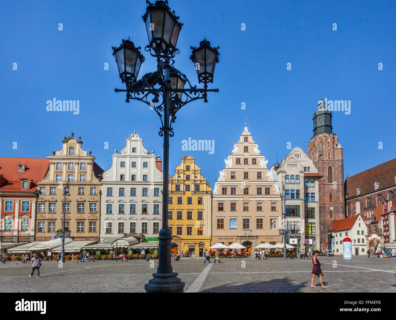 Poland, Lower Silesia, Wroclaw (Breslau), patrician houses at Wroclaw Market Square pedestrian zone and St. Elisabeth's - Stock Image