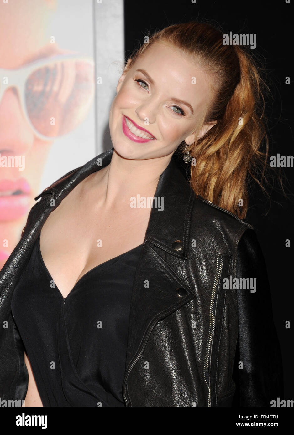 Actress Kelli Garner Attends The Warner Bros Pictures Focus Premiere At Tcl