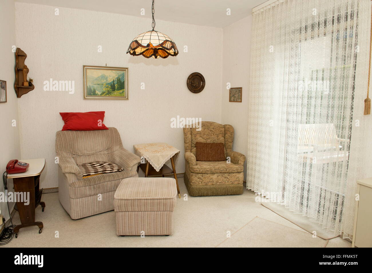 70s Wallpaper Living Room Stock Photos & 70s Wallpaper Living Room ...