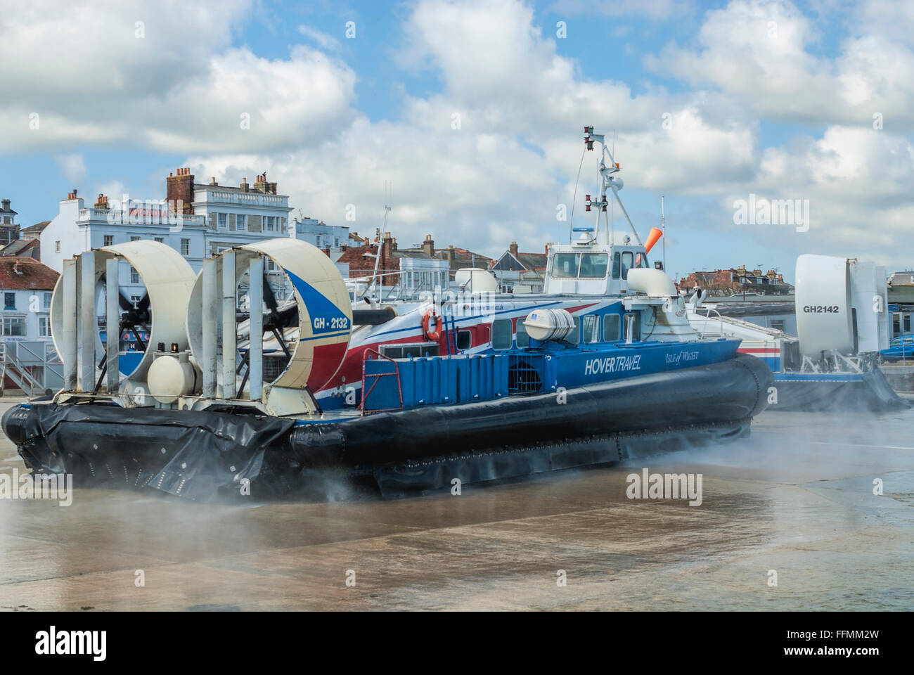 Hovertravel Hovercraft Ferry leaving the harbour of Ryde on the Isle of Wight, England | Luftkissenboot im Hafen - Stock Image