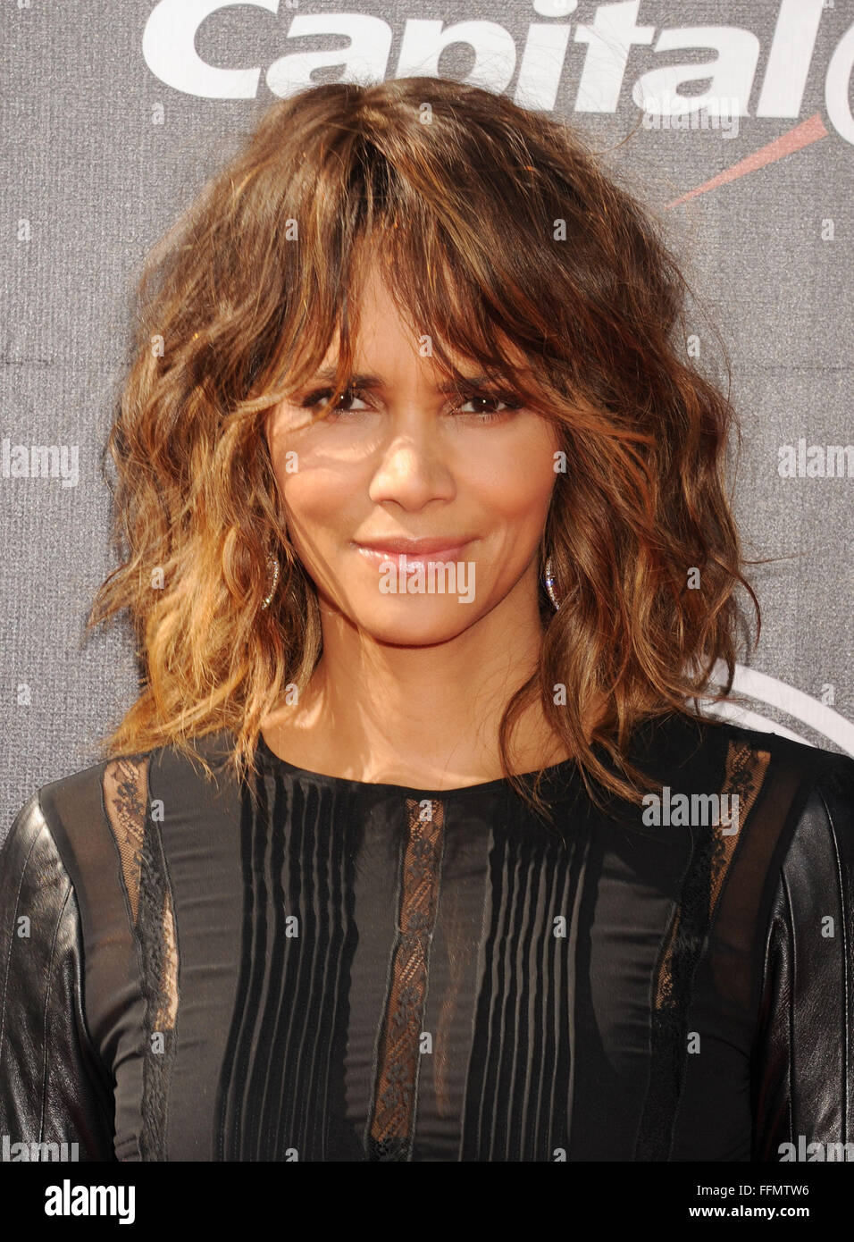 Actress Halle Berry arrives at the The 2015 ESPYS at Microsoft Theater on July 15, 2015 in Los Angeles, California., - Stock Image