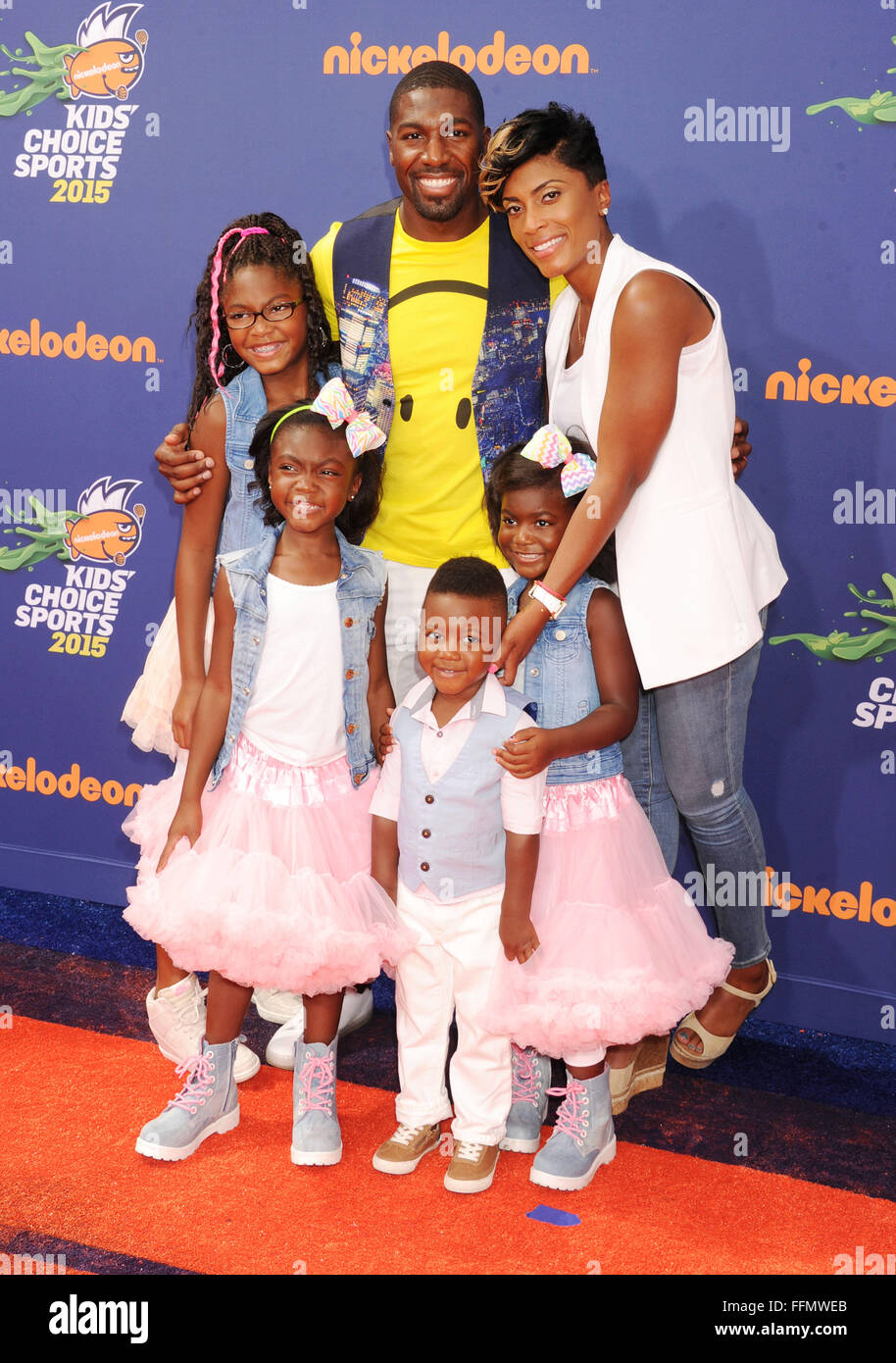 NFL player Greg Jennings and family arrive at the Nickelodeon Kids' Choice Sports Awards 2015 at UCLA's - Stock Image