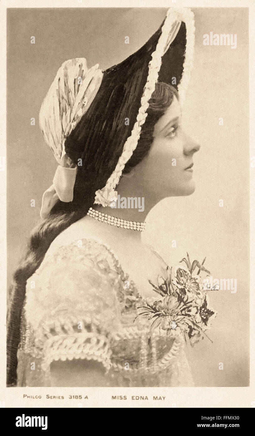 Miss Edna May - Belle Époque  - Vintage postcard - 1900 Stock Photo