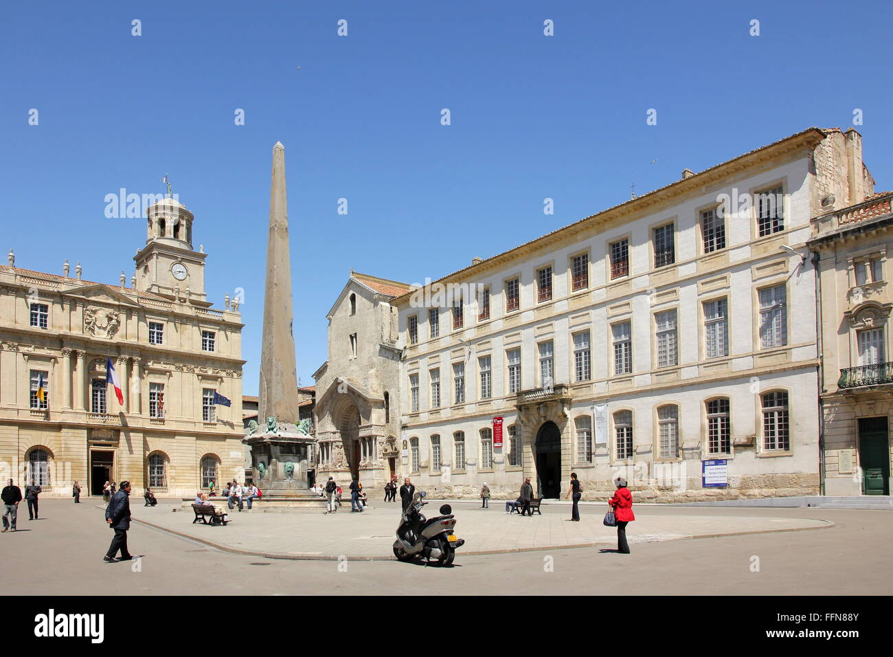 geography / travel, France, Arles, Place de la Republique with city hall, obelisk and church Saint Trophime, Additional - Stock Image