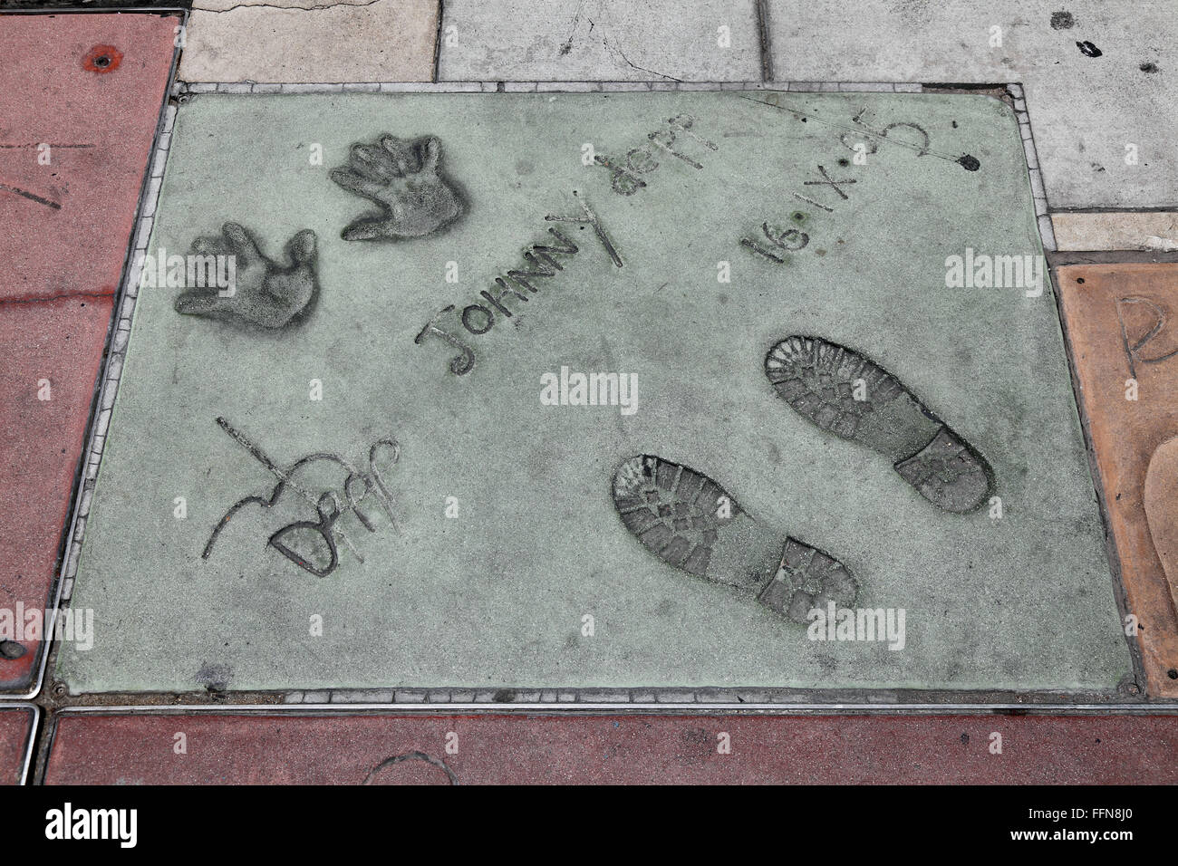 Depp, Johnny, * 9.6.1963, American actor, Hand- and footprints, Grauman's Chinese Theater, Hollywood Blvd, Hollywood, - Stock Image