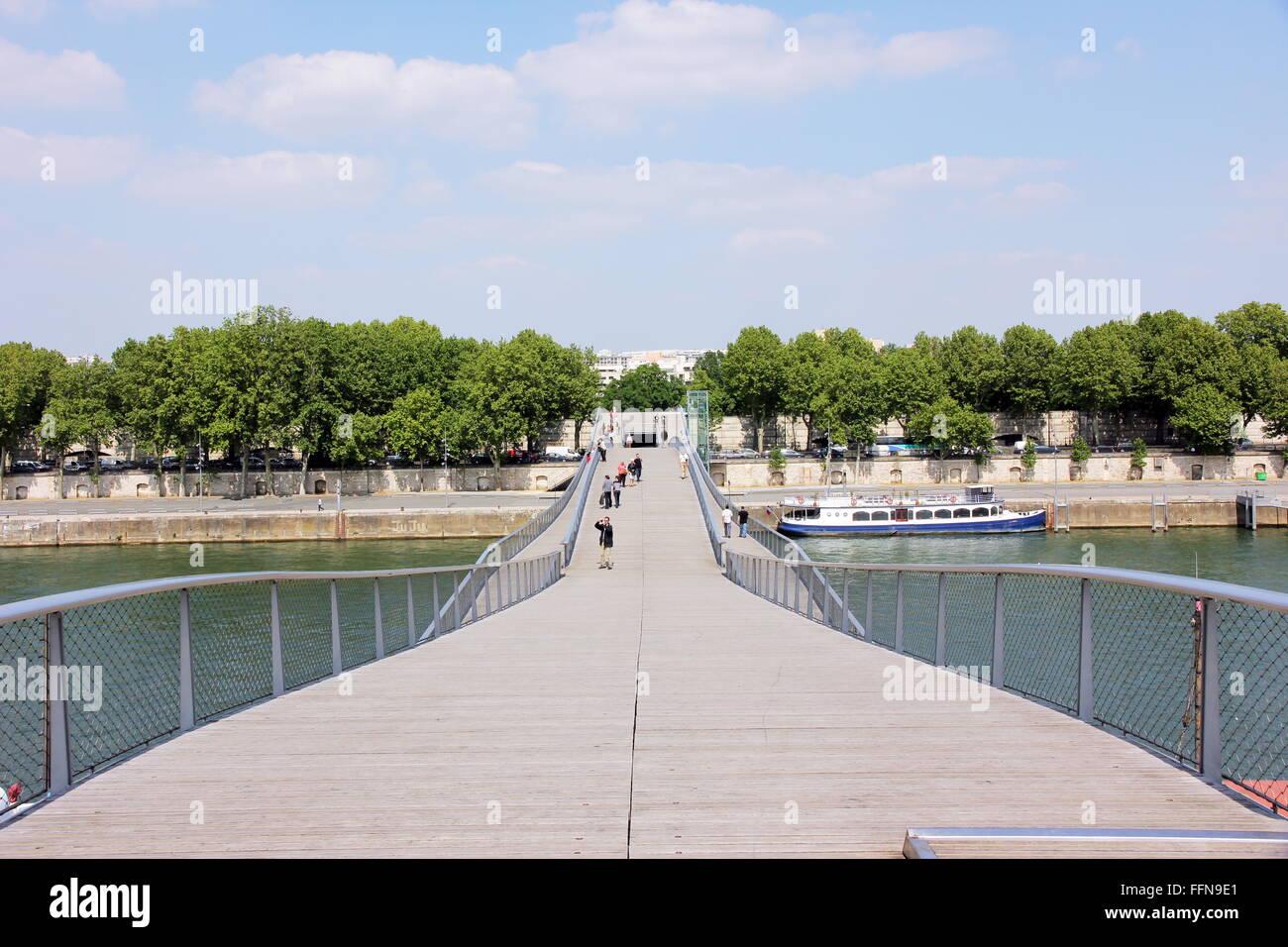 geography / travel, France, Passarelle Simone de Bouvoir, Seine River, - Stock Image