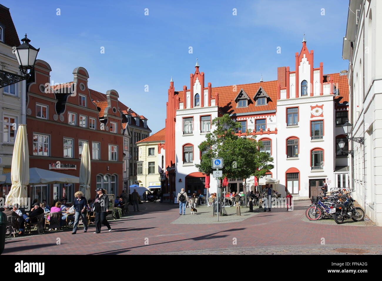 geography / travel, Germany, Mecklenburg-West Pomerania, Wismar, Am Markt, market-place, Additional-Rights-Clearance - Stock Image