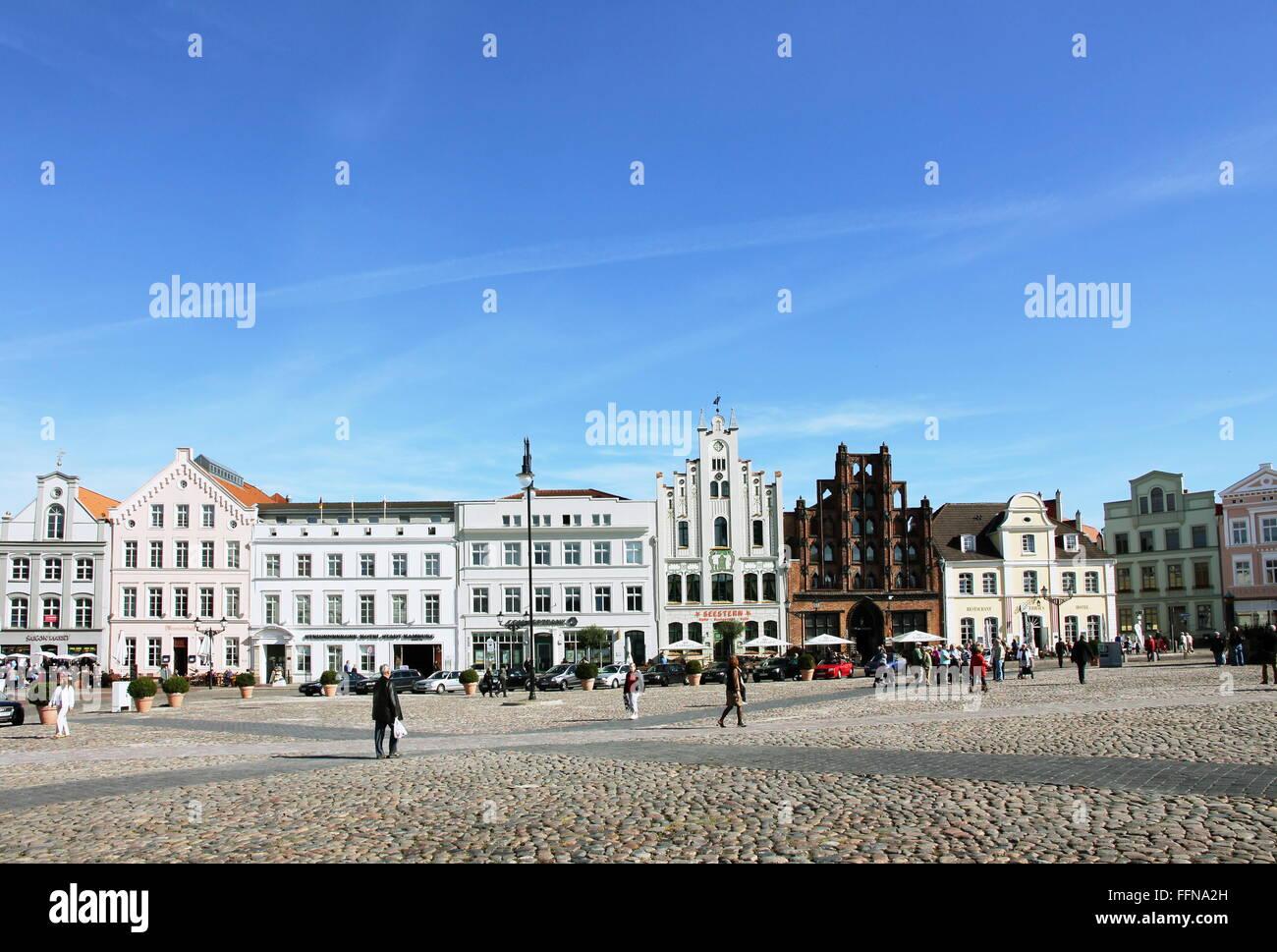 geography / travel, Germany, Mecklenburg-West Pomerania, Wismar, Am Markt, market-place, 'Alter Schwede' - Stock Image