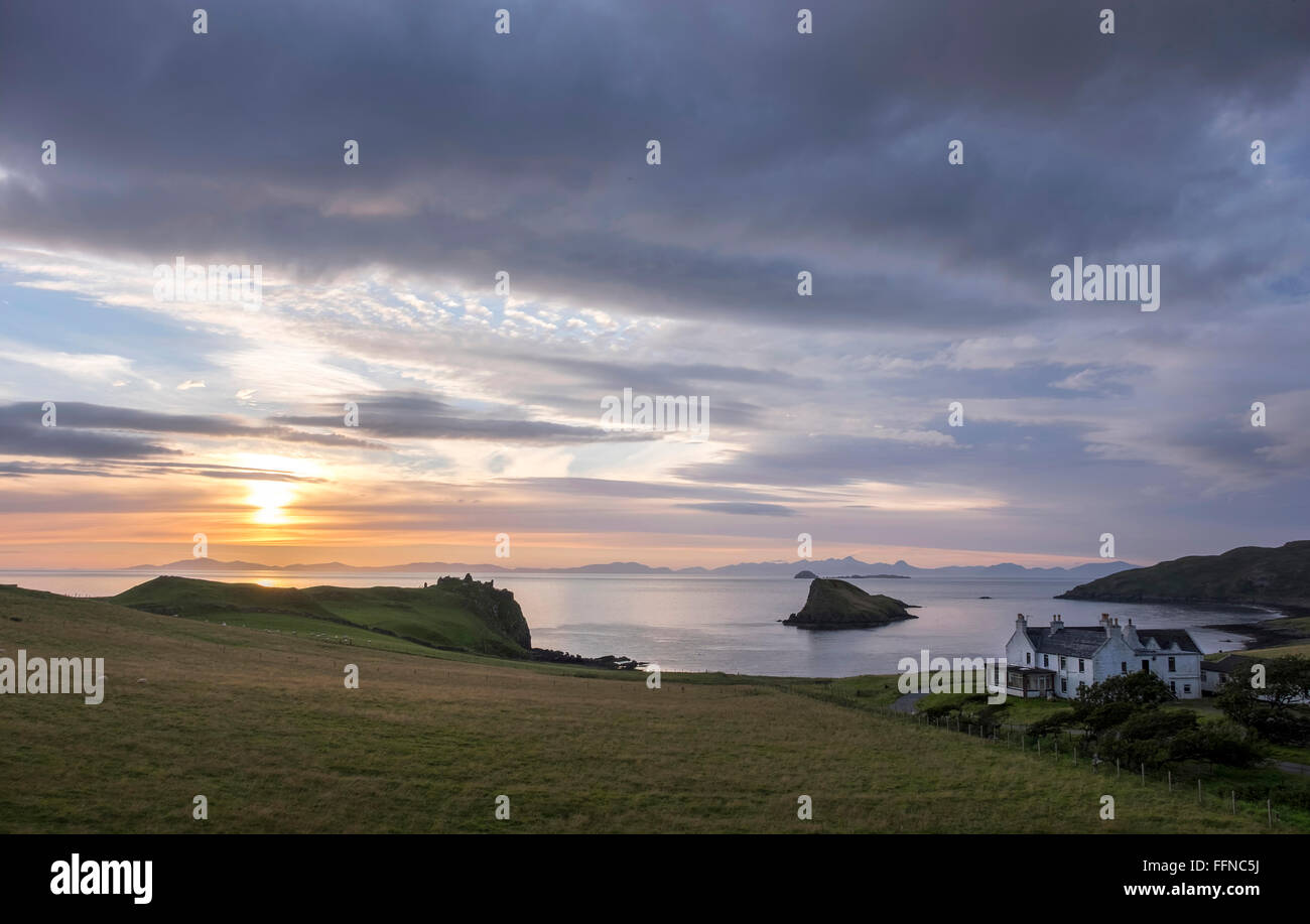duntulm bay & castle with islet & hotel at sunset with harris on horizon - Stock Image
