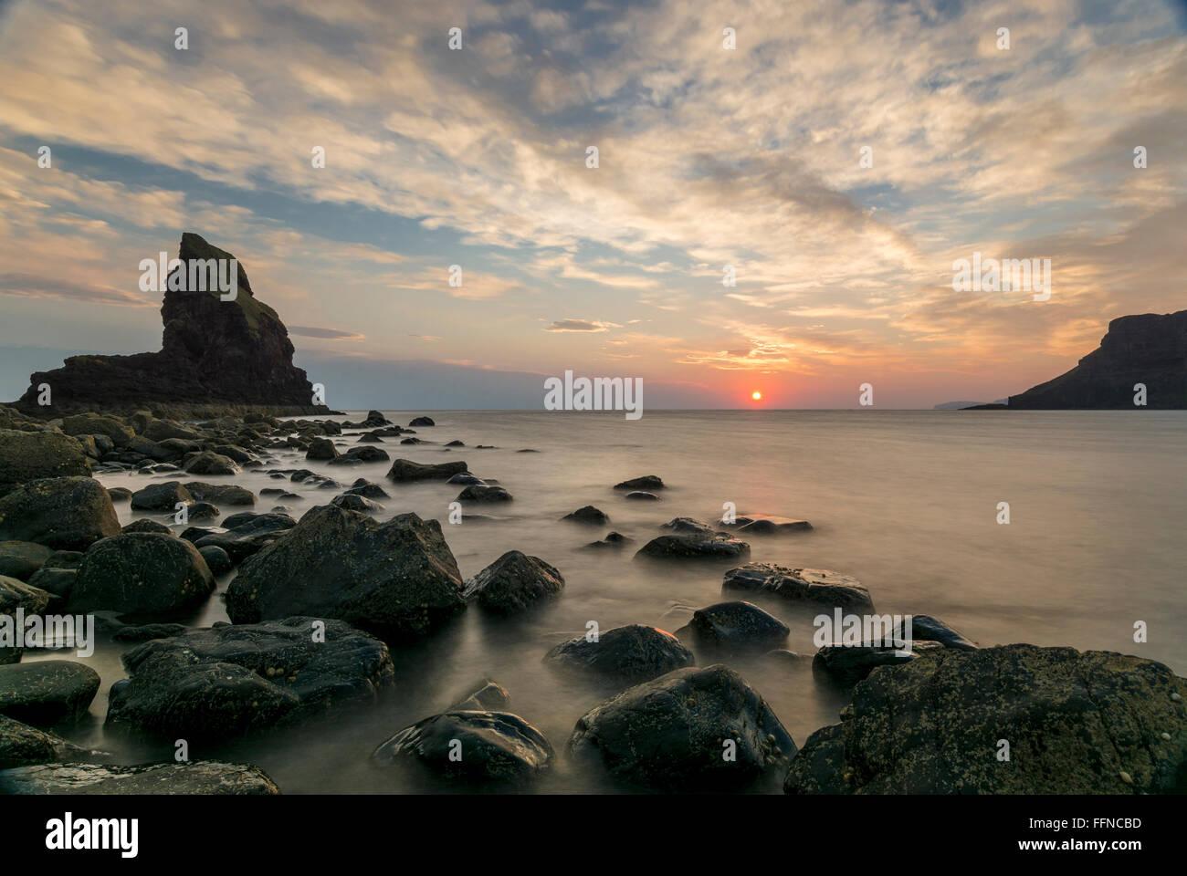 talisker bay at sunset rocks on shore at west coast Stock Photo