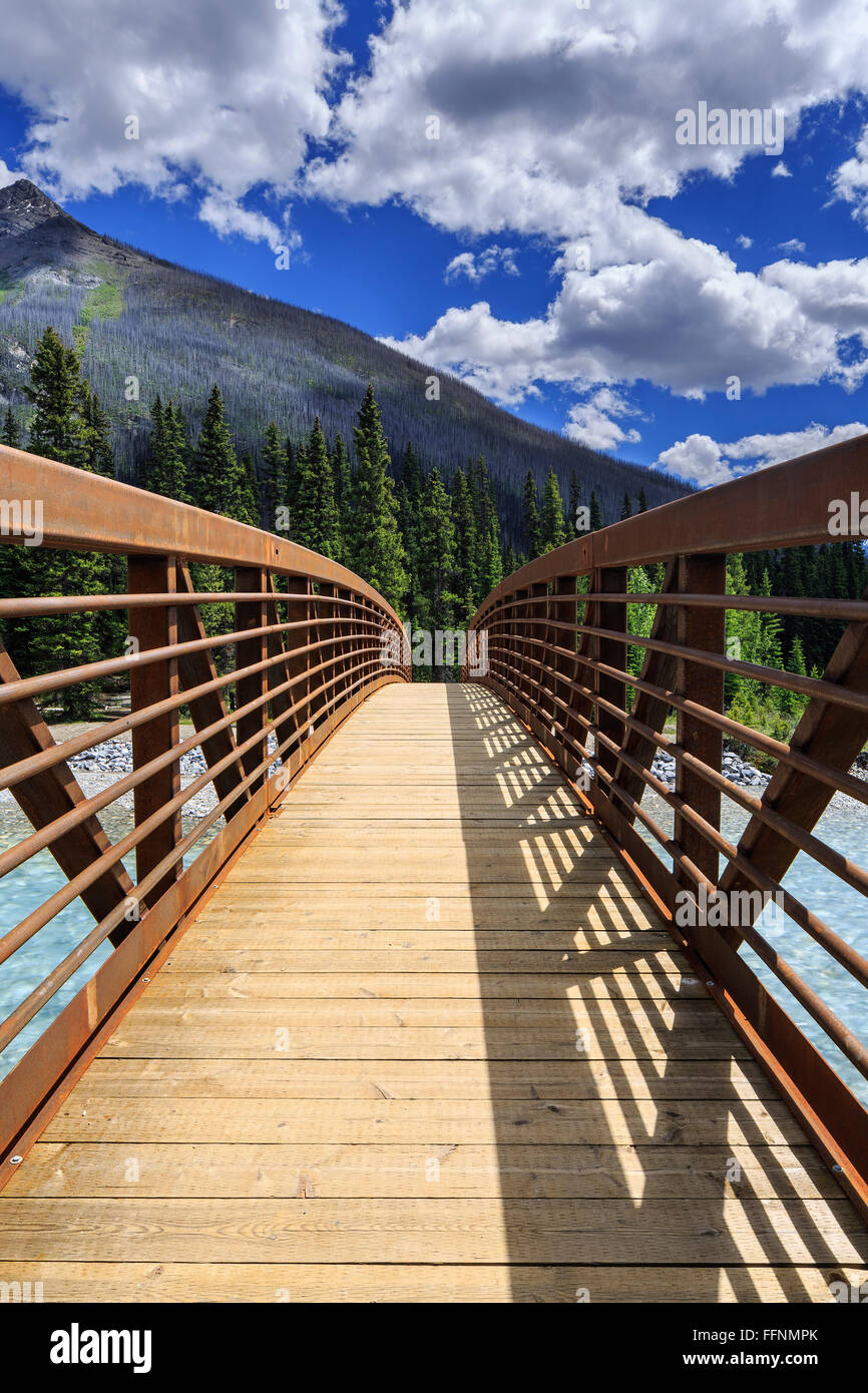 Bridge over the Kootenay River, Kootenay National Park, British Columbia, Canada. - Stock Image