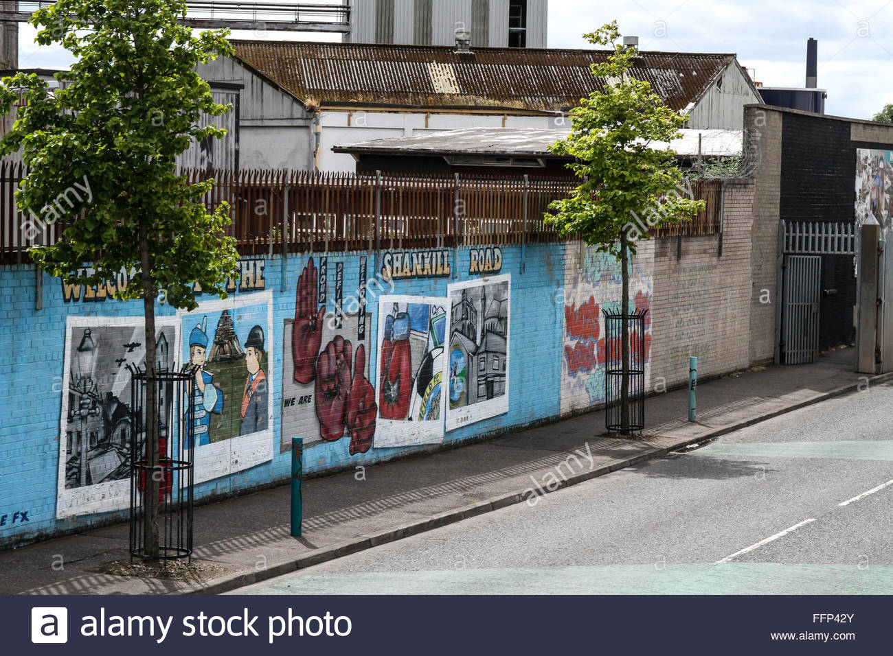 'Welcome to the Shankill Road' murals in Belfast. The Shankill Road area of Belfast.  Editorial use only. - Stock Image