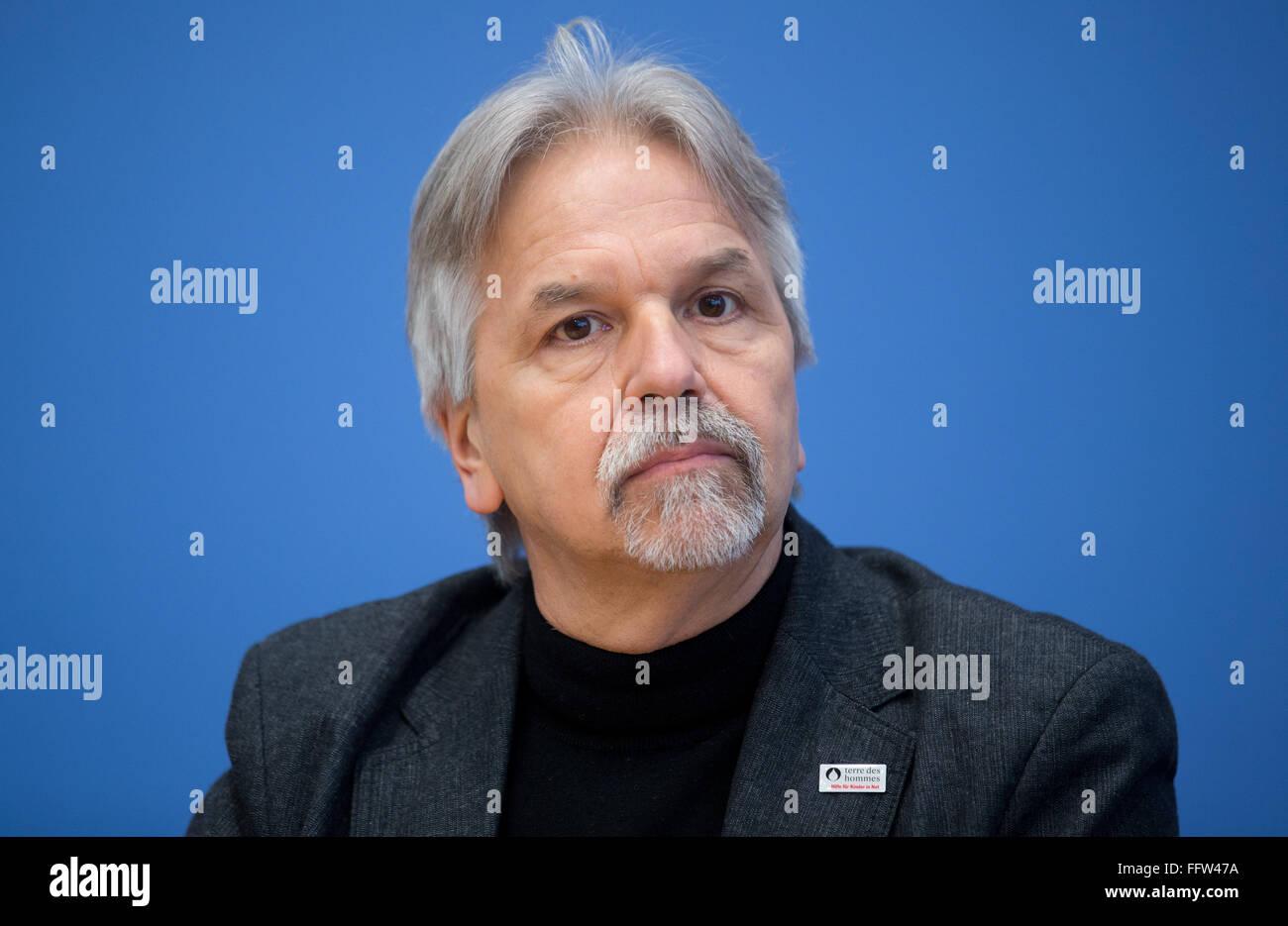 Berlin, Germany. 17th Feb, 2016. Board member of terre des hommes, Albert Recknagel, speaks at a federal press conference - Stock Image