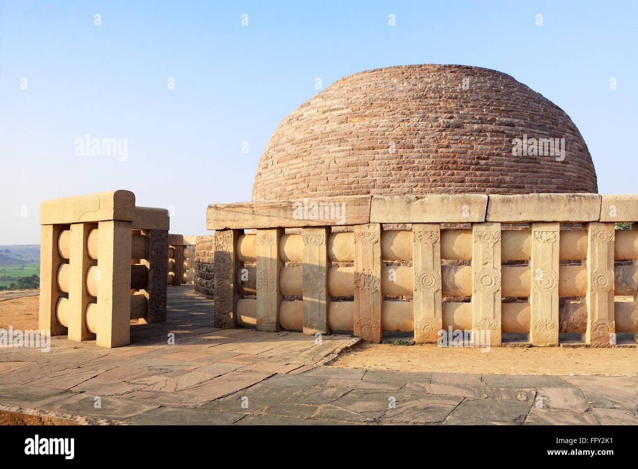 Stupa 2 built by sunga 2nd century BC representations Buddha executed railing pillars stupa Sanchi Bhopal Madhya - Stock Image