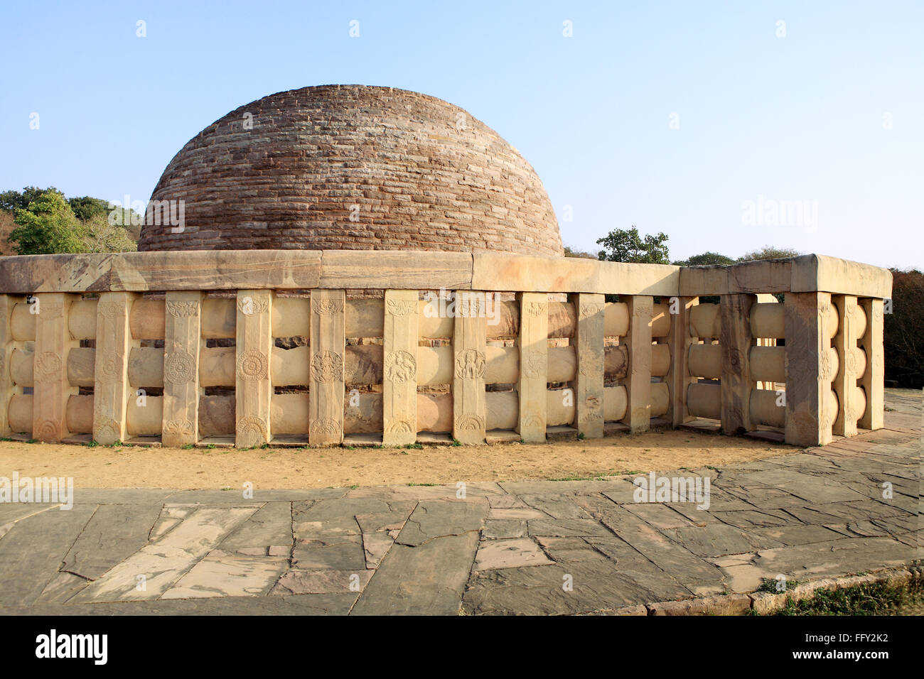 Stupa 2 built by sunga in 2nd century BC representations of Buddha executed railing pillars stupa Sanchi Bhopal - Stock Image