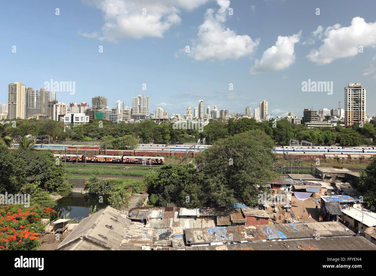 Slum of central and western dadar divided by railway lines ; Bombay Mumbai ; Maharashtra ; India - Stock Image