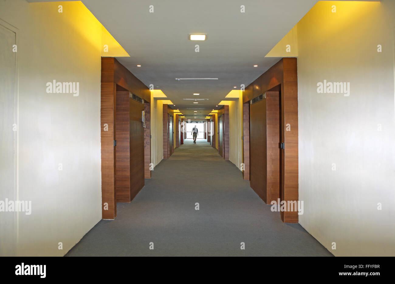 Man walking in corridor - Stock Image