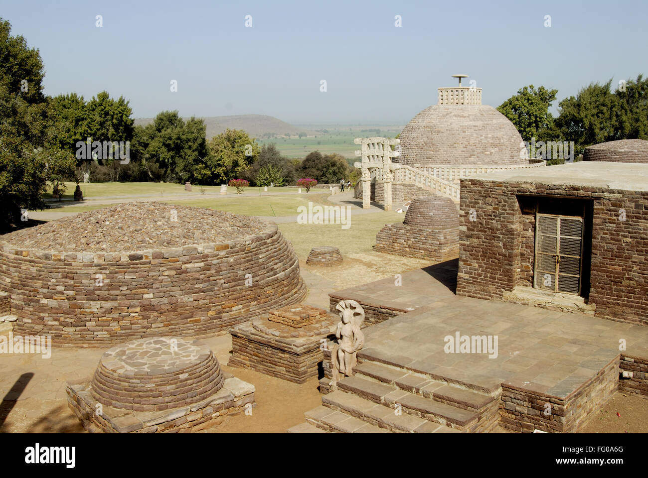 Great maha stupa no 3 specimens of Buddhist architectural forms chaityas monasteries at Sanchi , Bhopal , Madhya - Stock Image