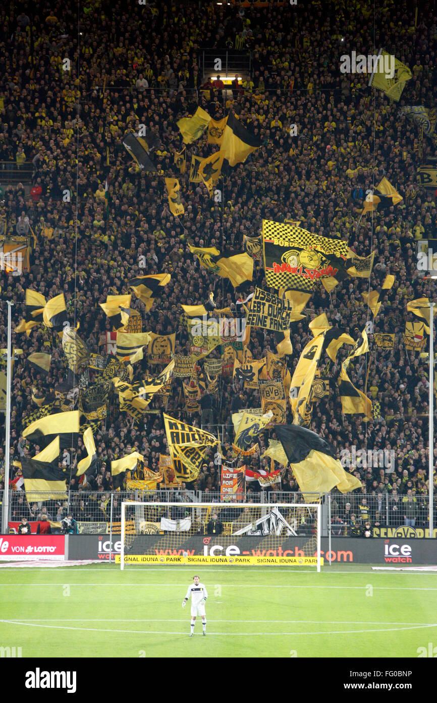 Borussia Dortmund 1 1 Fortuna Dussledorf Signa Iduna Park Dortmund Stock Photo Alamy