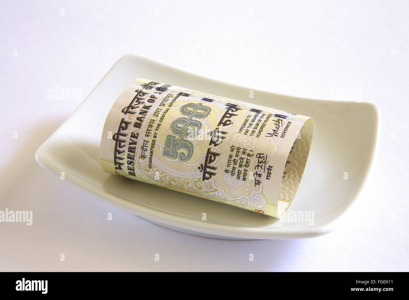 Concept , Indian currency five hundred rupees in plate - Stock Image