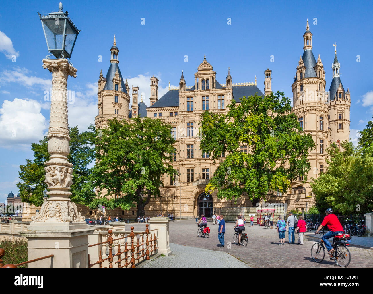 Germany, Mecklenburg-Vorpommern, view of romantic Schwerin Palace - Stock Image