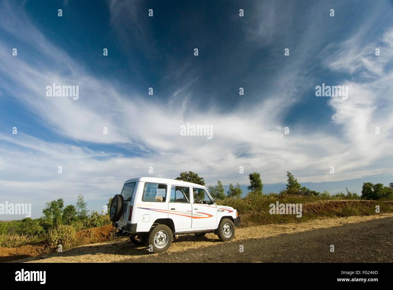 White sumo car under dramatic sky at Chikhaldara ; district Amravati ; Maharashtra ; India - Stock Image