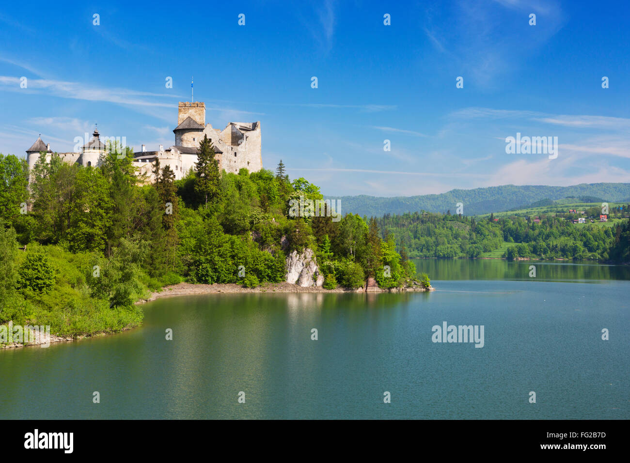 The Niedzica Castle in the Pieniny mountains in Poland on a bright and sunny day. - Stock Image