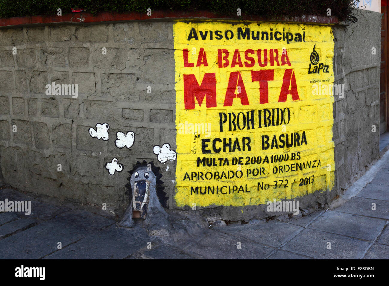 Writing on wall in Spanish telling people not to dump rubbish on ...