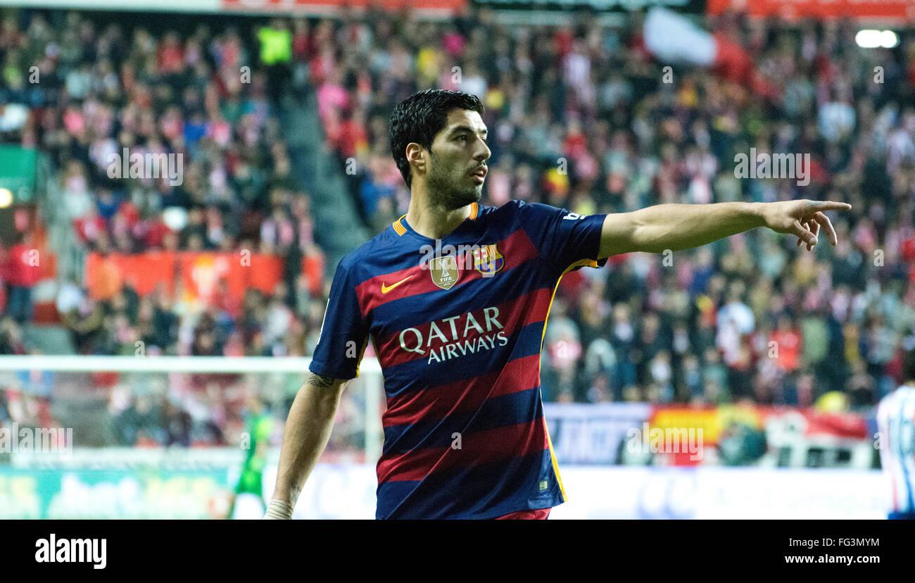 Gijon, Spain. 17th February, 2016. Luis Suarez (forward, FC Barcelona) talks during football match of Spanish 'La - Stock Image