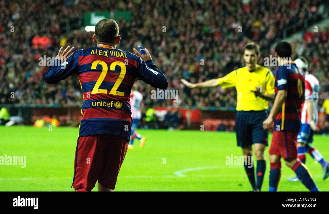 Gijon, Spain. 17th February, 2016. Aleix Vidal (defender, FC Barcelona) protests during football match of Spanish - Stock Image