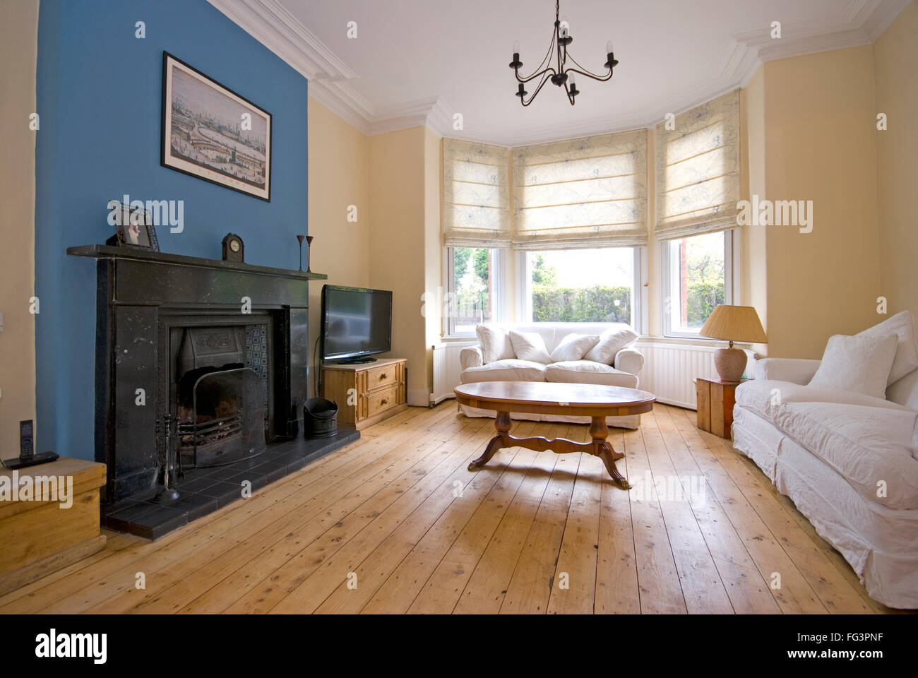 Sitting Room In Victorian Town House With Bay Windows Stock Photo Alamy