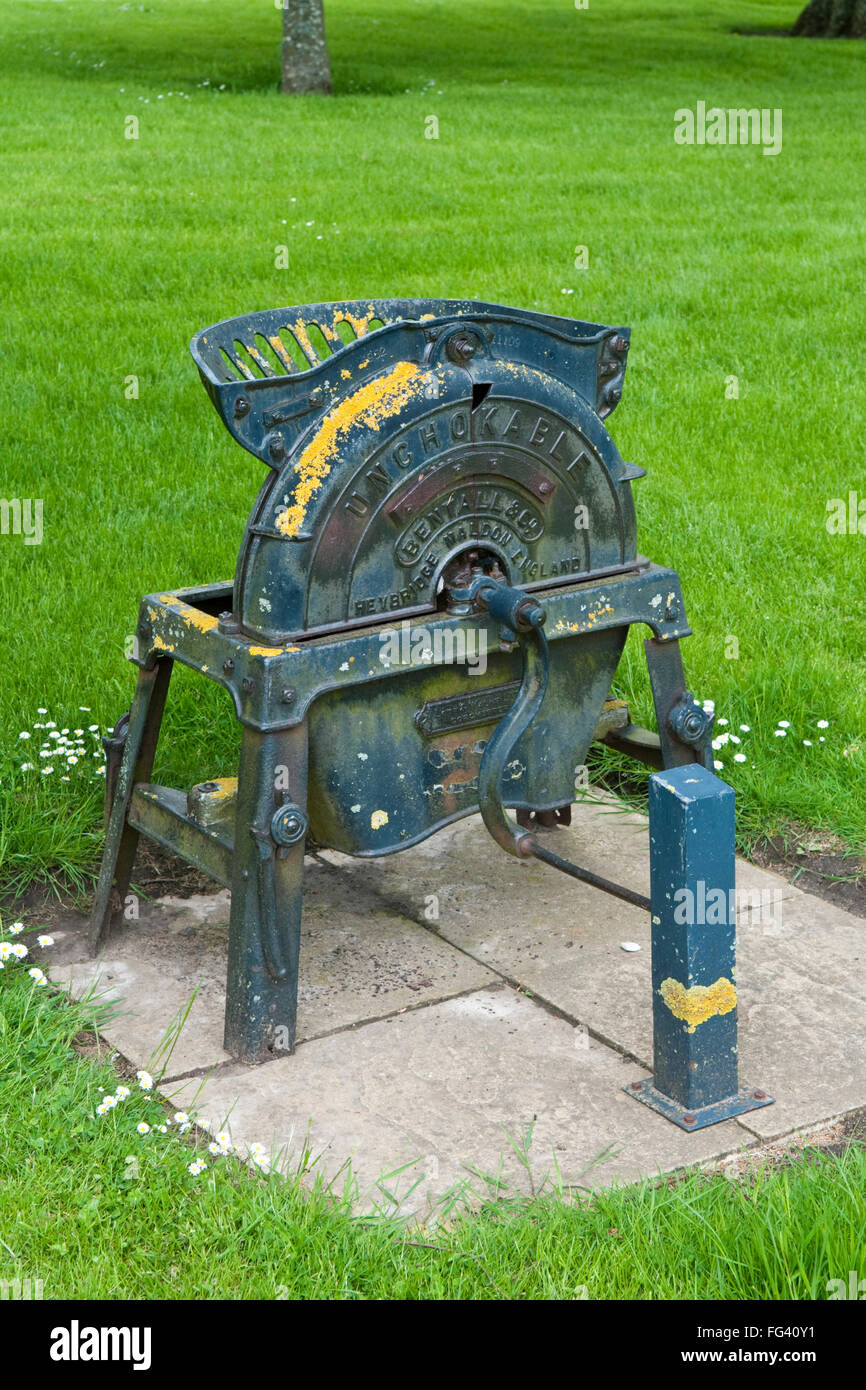 The Dening & Co 'Cake Crusher', a hand operated device for breaking up oilcake or oil-bricks, a form - Stock Image